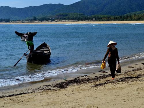 Cảm nhận về hình tượng người đàn bà làng chài trong tác phẩm Chiếc thuyền ngoài xa của Nguyễn Minh Châu